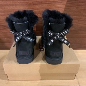 NIB UGG Black Mini Bailey Bow II Ruffled Boots